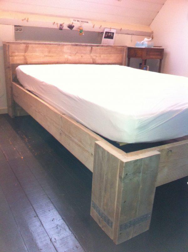 Steigerhouten bed-0